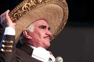 Rompe el silencio la fan a la que Vicente Fernández le tocó el seno