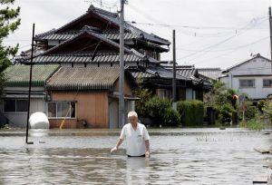 Evacúan a más de 200,000 personas por lluvias torrenciales en Japón; ya van al menos 58 muertos