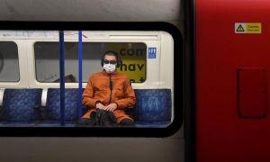 Metro de Londres elimina los dibujos del artista Banksy en favor de la mascarilla