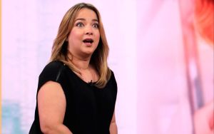 Adamari López apareció en Telemundo con un vestido verde y los fans están desatados