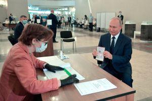 Rusos aprueban plebiscito que dejaría a Vladimir Putin en el poder hasta 2036