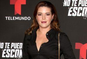 Alicia Machado comparte una foto en la que se muestra usando un corset transparente