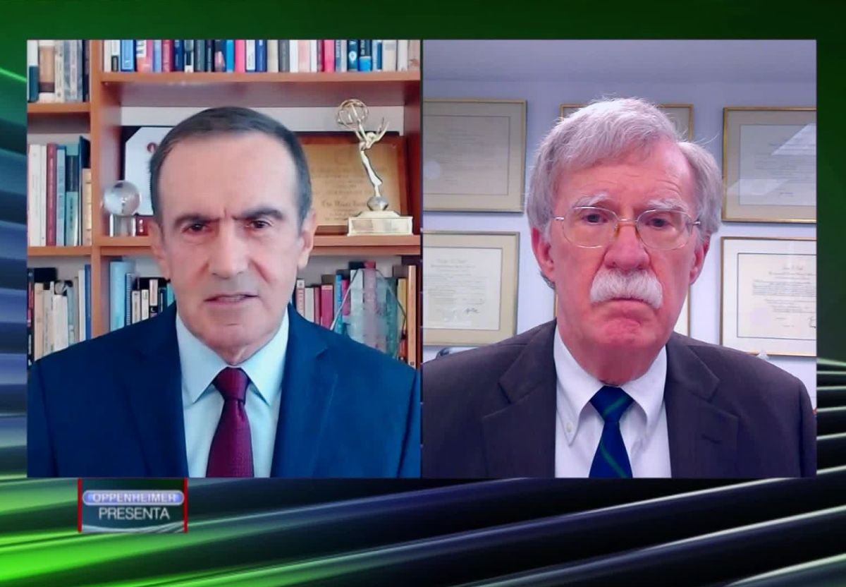 John Bolton advierte que Trump busca beneficiarse de la reunión con López Obrador