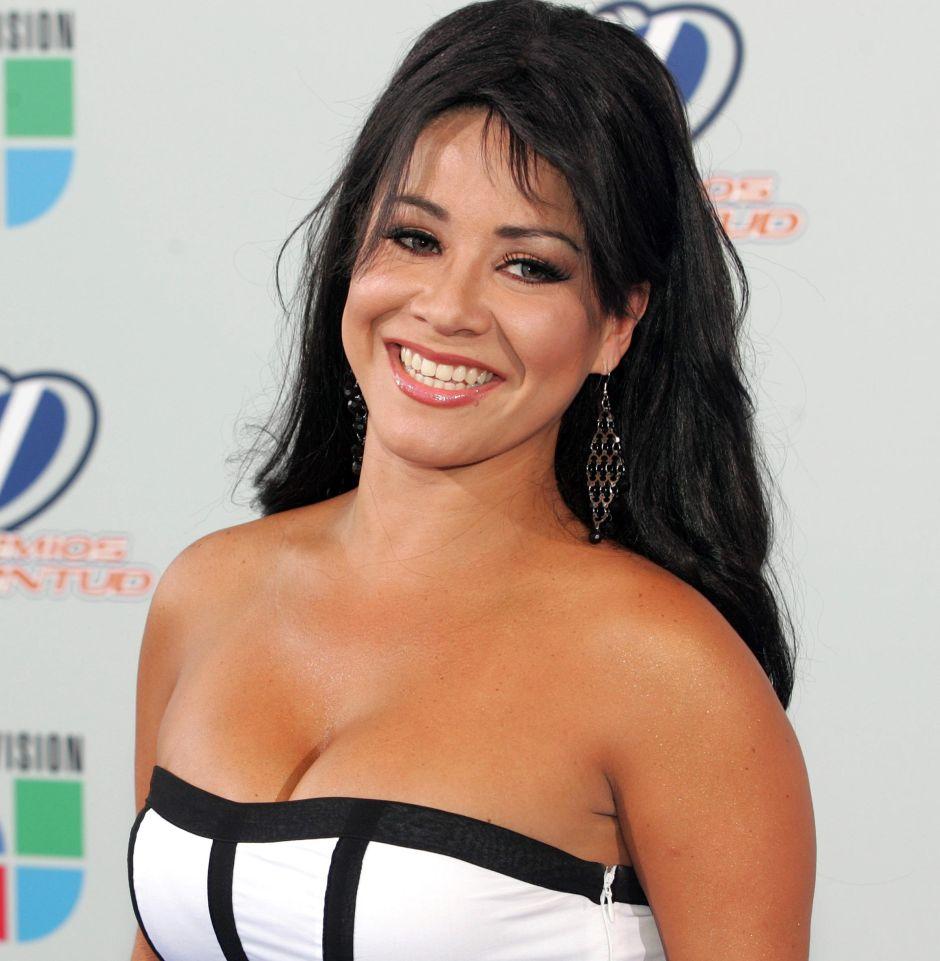 Carolina Sandoval se quitó el vestido y se quedó con tremendo bikini