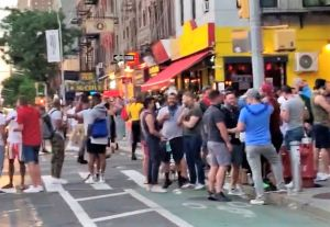 Cuomo también 'culpa' a neoyorquinos de que no se puedan abrir los restaurantes en NYC