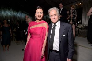 El tierno beso de Catherine Zeta-Jones a Michael Douglas, con una cita a William Shakespeare