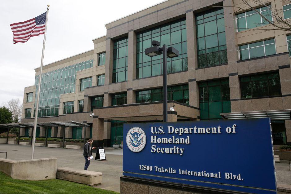 USCIS anuncia que dará $10 millones a organizaciones que promuevan la ciudadanía