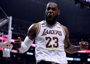 VIDEO: LeBron James se sacó una bolsa de hielo de sus partes íntimas, ¿qué beneficios tiene esto?