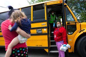 ¿Los niños volverán a las escuelas este otoño? Academia de pediatras lo recomienda encarecidamente