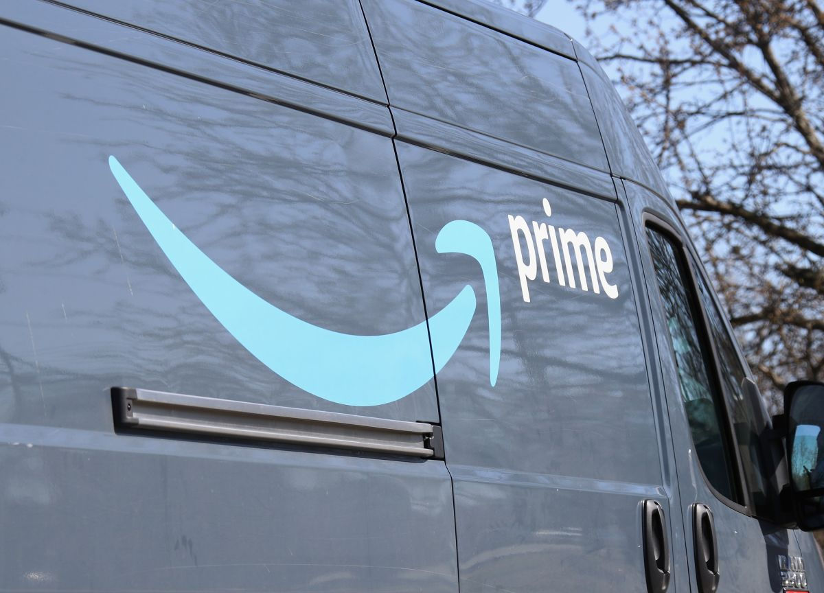 Empleado de Amazon baleado dentro de su camión de entregas en Nueva York