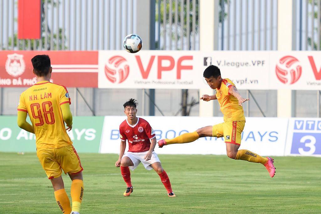 VIDEO: La increíble forma en que un delantero vietnamita falló un gol a un metro de la portería y sin arquero