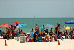 Las mejores neveritas portátiles para mantener tus bebidas frías durante un día de playa
