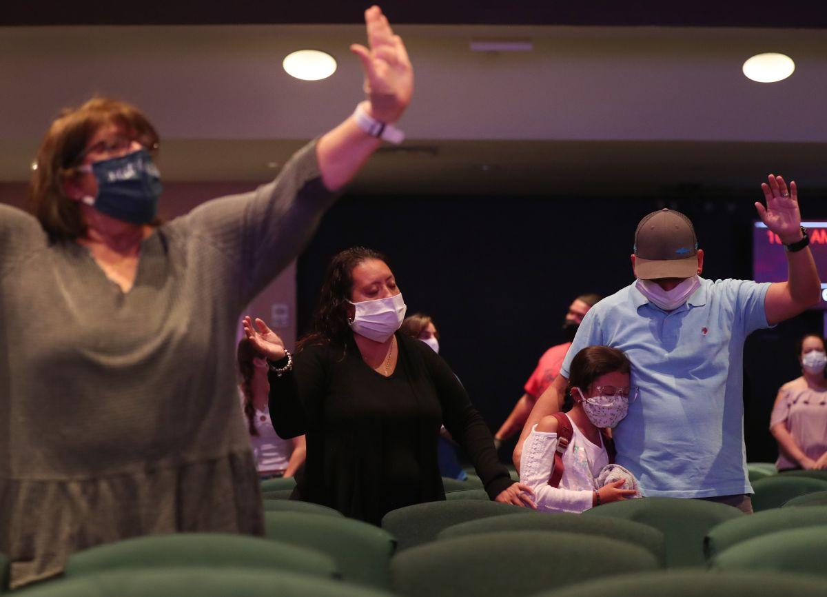 Iglesias se convierten en puntos de contagio de coronavirus en Estados Unidos