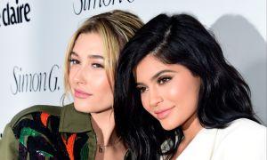 Una camarera expuso en Tik Tok la pésima actitud de Hailey Baldwin y lo tacaña que es Kylie Jenner