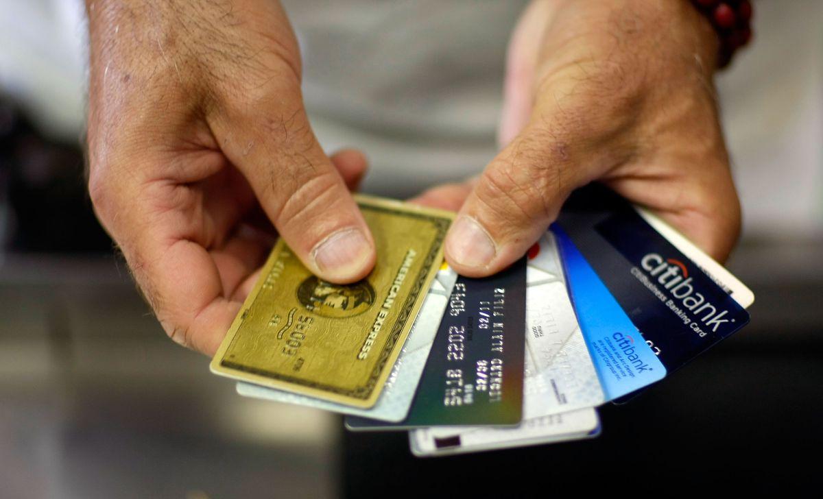 Errores que JAMÁS debes cometer con tu tarjeta de crédito (o te verás en problemas)