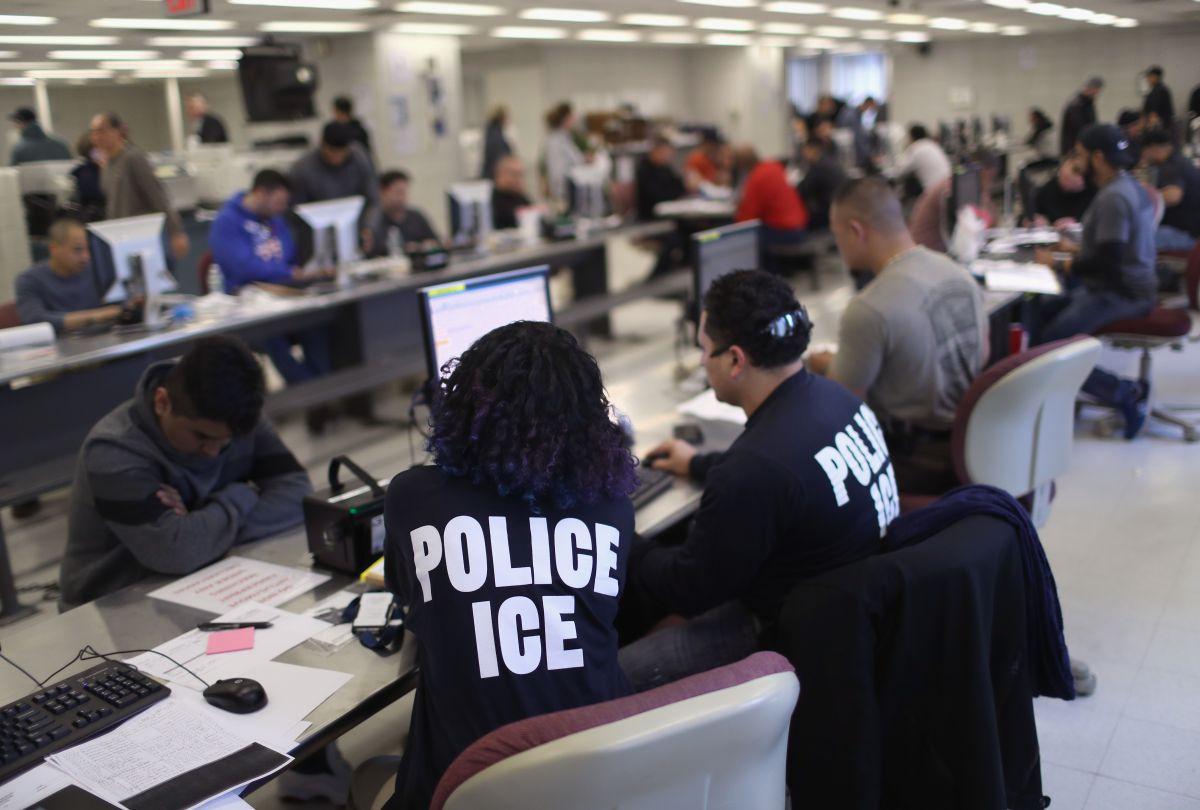 Acusan que audiencias para deportación en persona ponen en peligro a inmigrantes