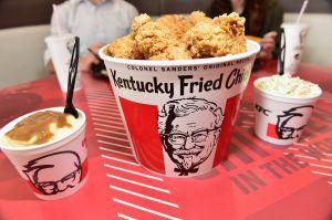KFC dará cubetas de pollo GRATIS a maestros de todo el país