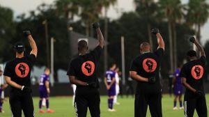 Con protesta de jugadores afrodescendientes y en plena pandemia, arrancó la MLS
