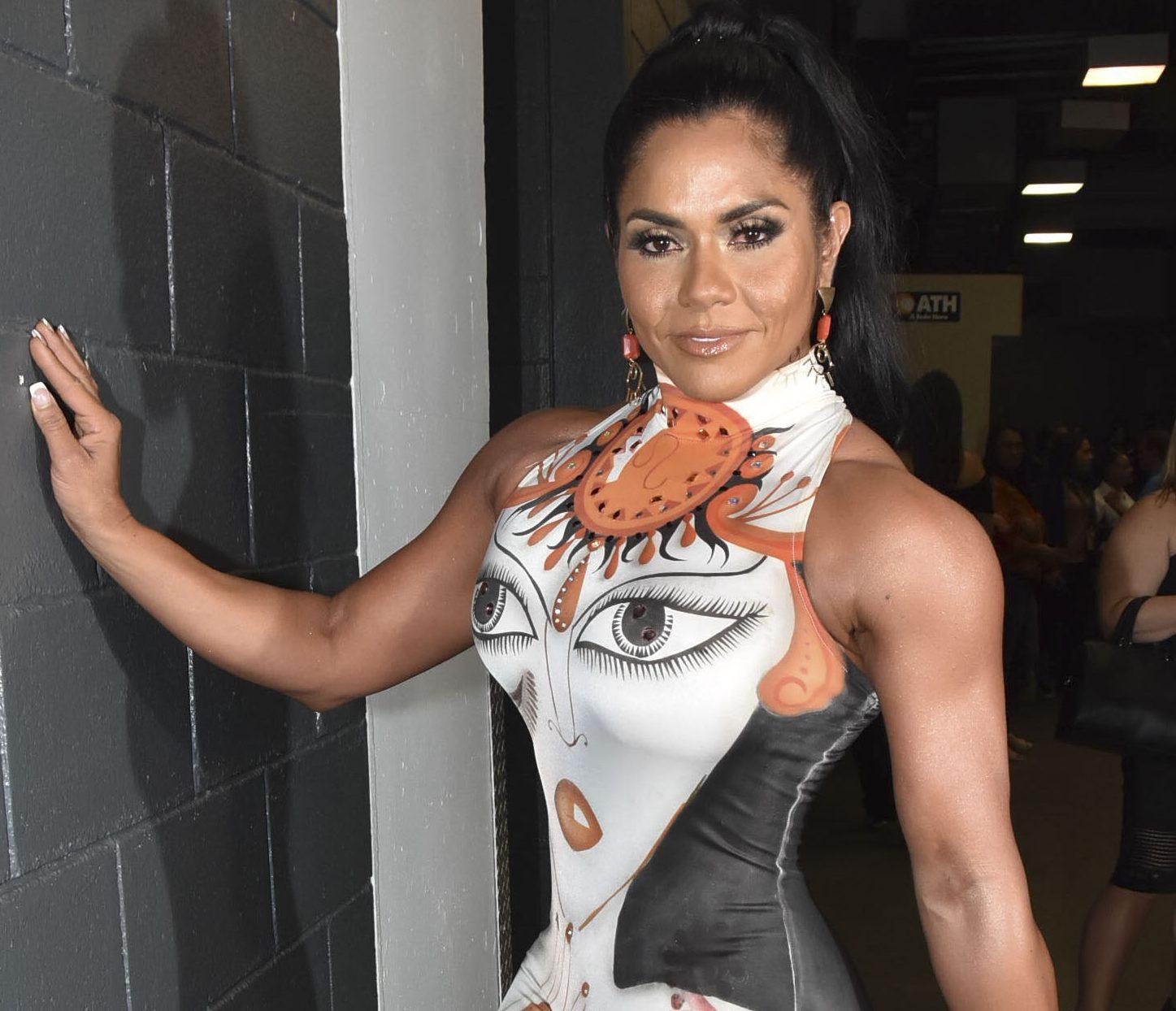 Maripily Rivera se estira su tanga amarilla y presume su