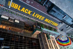 Policías y reportero heridos en violenta protesta racial en Nueva York; 11 detenidos