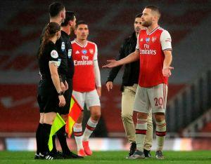 ¡Criminal! La impresionante patada en la cara en la Premier League que el VAR ni siquiera revisó