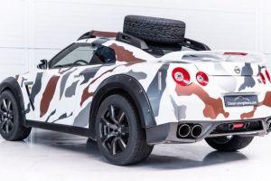 Curiosa transformación: Este Nissan GTR se ha convertido en un verdadero todoterreno camuflado casi listo para ir a la guerra