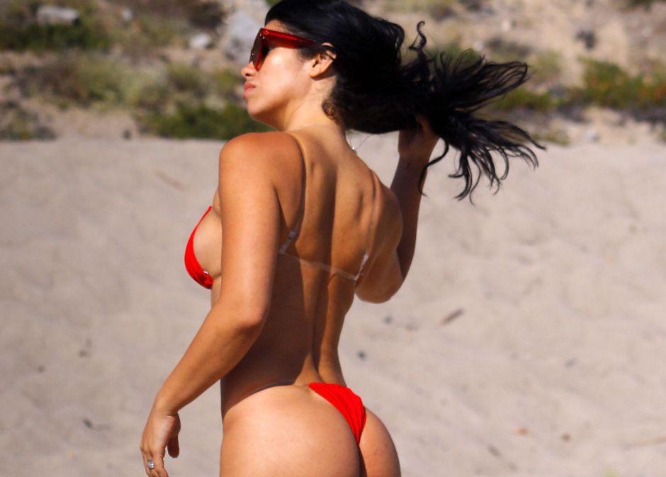 A contraluz y totalmente desnuda: Suelyn Medeiros se burla de la censura