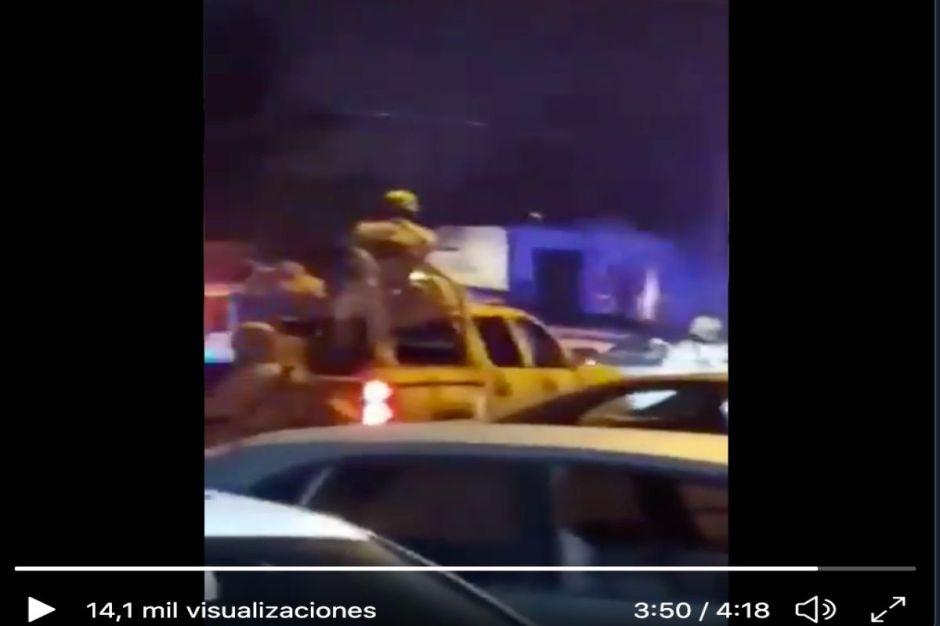 VIDEO: Acusan a policías de matar a jovencito a pesar de que ya se había entregado
