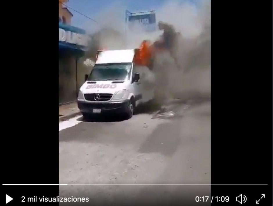 VIDEO: Cártel del Golfo y los Zetas Vieja Escuela queman camiones de empresa mexicana