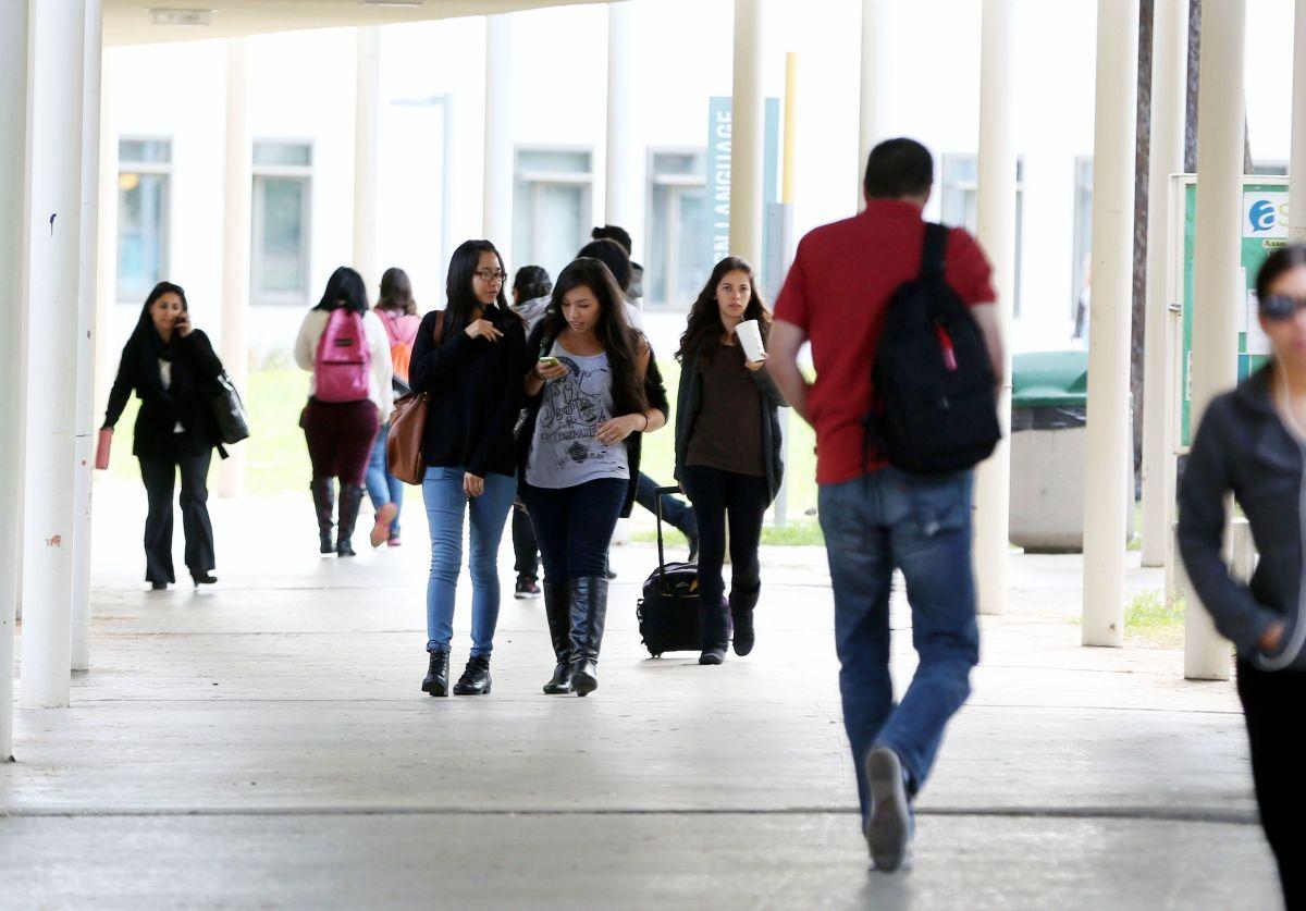 El sistema de la Universidad de California admite al mayor grupo de latinos de su historia