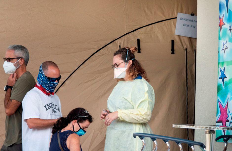 Florida supera récord de casos diarios de coronavirus en Estados Unidos