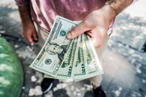 Avanzan con bono de $600 dólares al seguro de desempleo en nuevo plan de ayuda