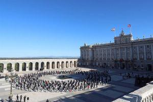 Autoridades rinden homenaje a víctimas mortales por COVID-19 en España