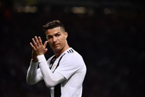 """Cristiano Ronaldo presume sorprendente nuevo """"look"""" de cuarentena"""