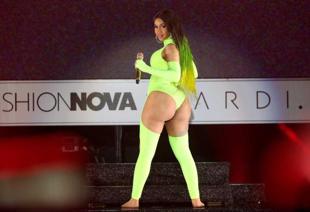 """La alocada fiesta de cumpleaños de Cardi B: ella terminó haciendo """"twerking"""" en ropa interior"""