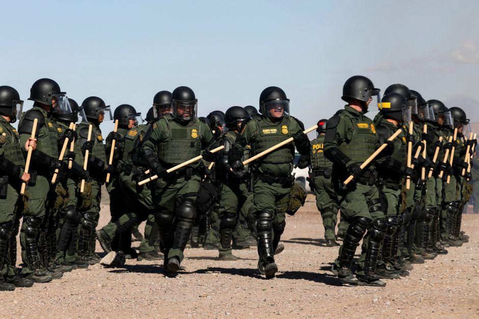 """Acusan a sindicato de Patrulla Fronteriza de """"papel importante"""" en redada masiva"""