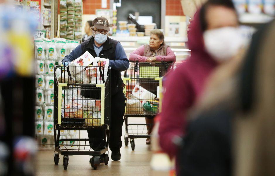 La entrega de cheques de estímulo impulsa las ventas de Walmart