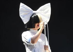 """""""No me da ninguna vergüenza"""": el momento en que Sia orina en plena entrevista"""