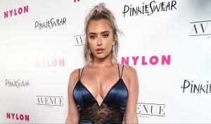 Anastasia Karanikolaou se luce desnuda en un jacuzzi y opaca a su amiga Kylie Jenner