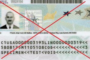 """Cómo la ley de castigo de 10 años puede afectar a inmigrantes al pedir """"green card"""" incluso si tienen visa de turista"""