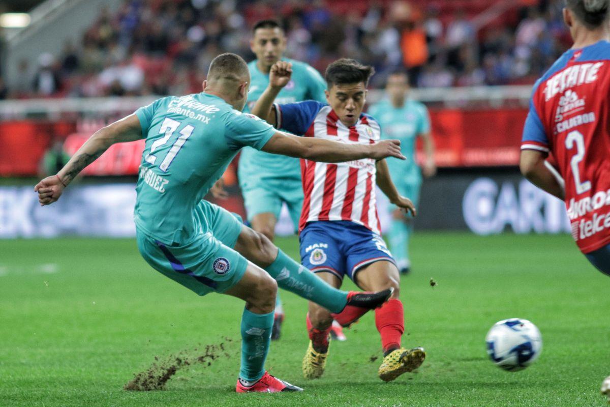 Chivas y Cruz Azul quieren el primer trofeo del año futbolístico.