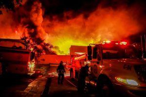 Incendio consume zona industrial de Morelos, en México