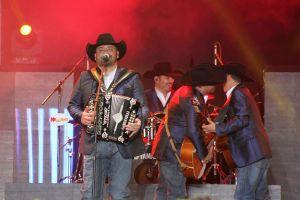 Integrantes de Intocable dieron positivo a COVID-19 después de auto-concierto en Texas