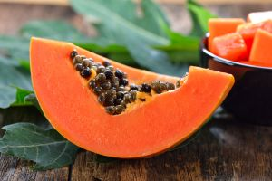 Dile adiós al estreñimiento e inflamación con este nutritivo smoothie de papaya