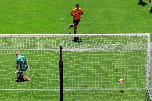 La mejor temporada del mexicano: Raúl Jiménez se encendió de nuevo y volvió a guiar a los Wolves al triunfo