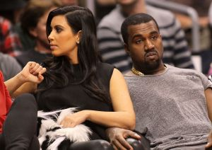 ¿Kanye West y Kim Kardashian se quitaron su anillo de bodas?