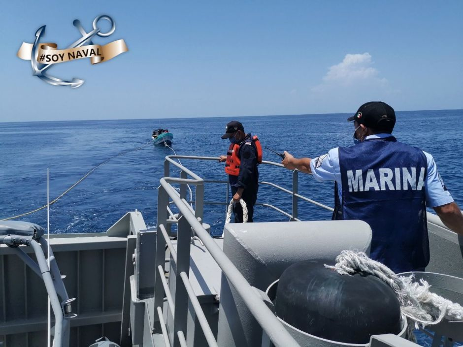 Secretaría de Marina de México rescata a nueve personas varadas en costas de Quintana Roo