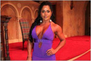Maripily Rivera se abre la bata e impacta en una posa sugerente con su novio ¡en un balcón!
