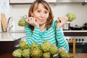 Reduce los altos niveles de colesterol, glucosa y ácido úrico con agua de alcachofa