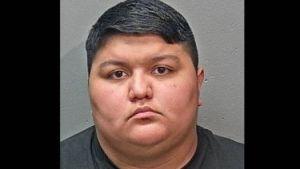 """Hispana pateó al hijo de su novia """"con todas sus fuerzas""""; el niño murió y ahora las dos enfrentan cargos de asesinato"""